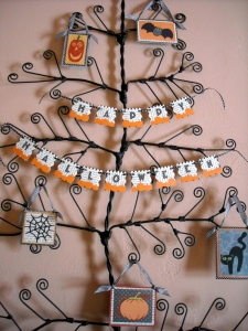 Decorated the card tree with this Halloween banner