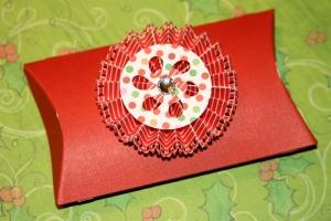 Festive pillow box with rosette