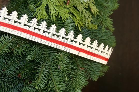 Christmas paper garland detail