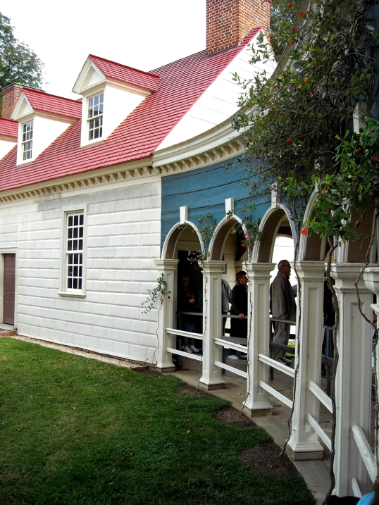 A curved colonnade that provides architectural interest