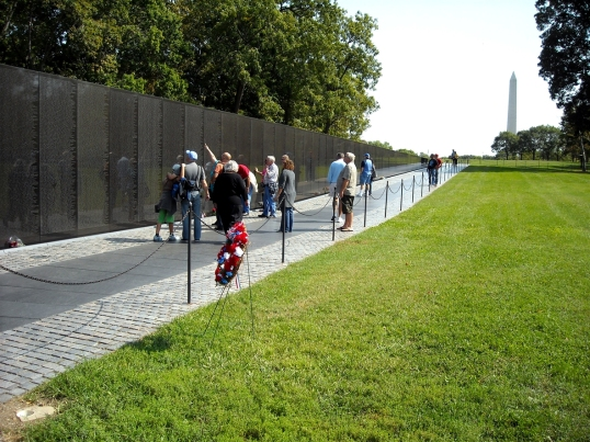 The walls stretch into the distance directing us to the Lincoln Memorial and Washington Monument.