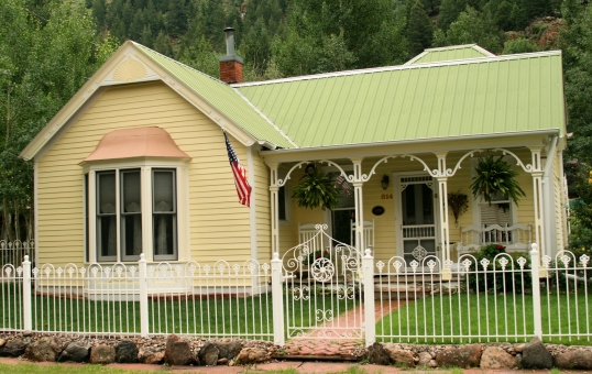 A nice twist to the traditional white picket fence.