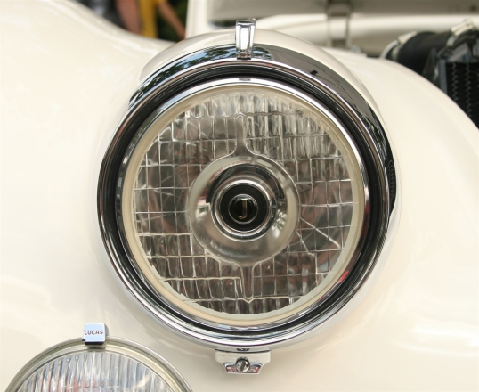 Love that little detail in the headlight.  Those wacky Brits.